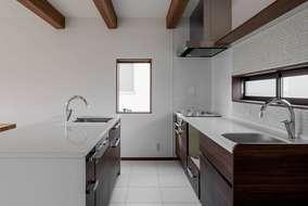 キッチンはアイランドⅡ型シンク2つの製作オリジナルになります。