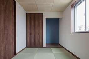 リビングにつながる和室になります。客間としても使える充分な広さがあります。