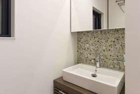 メインの洗面所とは別に、廊下部分を使い、セカンド洗面スペースを造りました。