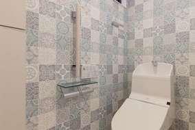 トイレは柄物のクロスを張りました。