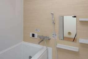 浴室の壁は明るい色にしています