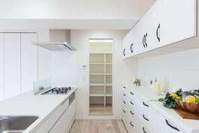 キッチンは対面式に間取りも変更して 家族団らんも会話が弾みます。