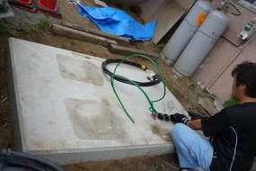 今度は高圧電線を引き込むため、キュービクルを設置します。