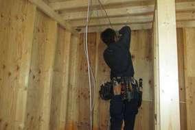 大工さんなので家を建てるのはお手のもの(プロですもの) 電気工事は電気屋にお任せください(*^_^