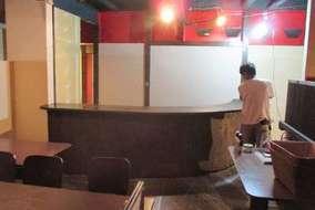 塗装とカウンター内の電源工事を施します。