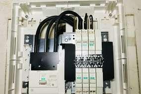 新しく取り替えた分電盤。これでエコキュートとIHが使える様になりました。