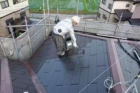 【屋根 塗装状況】 シーラー、中塗り、上塗りの3工程を行います。