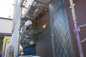 【外壁 塗装状況】 シーラー、中塗り、上塗りの3工程を行います。