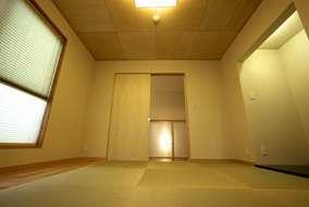 3階にはモダンな和室を用意。和室ならではの居心地の良さ活かしつつ、現代風にアレンジ。