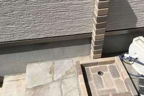 アンティークレンガ風の水栓柱。 シンプルですが一気に雰囲気が良くなります。