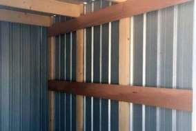耐風・耐雪強度向上のため内部に木材を組み立てました。