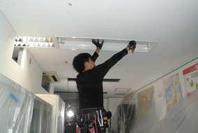 照明はLEDに交換です、早速電気屋さん照明外して行きます