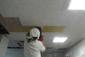 大工さん下地補修、ボード補修、ソーラトン貼って行きます。