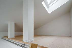 天窓のあるロフト。 明るさ+収納で重宝する。