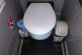 トイレは少しこもった感じで臭いがありました