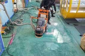 機械も使用してきれいに研磨していきます!