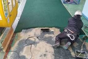 ユータックUグラウンドコート10mmを塗っていきます。