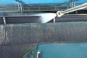 屋根だけでなく雨樋も掃除します!