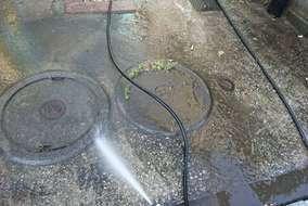 駐車場の土間も水洗いします!