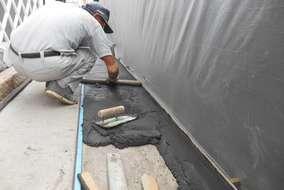 モルタルに炭を混ぜ、落ち着いた雰囲気に仕上げます。