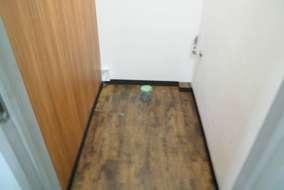 床やさんフロアータイル貼って行きます