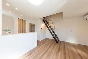 アパート2階の2部屋にはロフトが付いております。