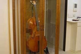 「チェロ」は、奥様が弾かれます。お嬢様のバイオリンとのハーモニーは素敵なものでした。