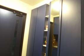 玄関収納:トールサイズ。ニッチ部分に棚をつけて、飾り棚にしました。AICA K-6613KN色/青色