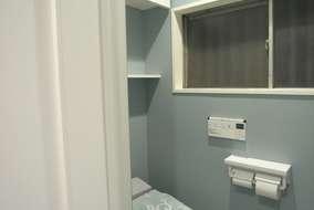 トイレ2:タンクレストイレ/INAXサティスは、コンパクトで、デザイン・機能共におススメの一品です。