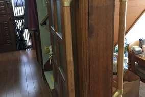 一日何度も出入りする居間の入口には両側に手すり設置。