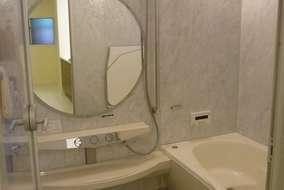 浴室施工後 既存の浴室が狭かったので、廊下に浴室を新設しました。念願のゆったりした浴室になりました。