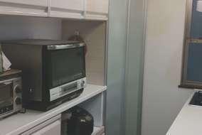 背面に収納棚を設置し、調理家電や食器等の収納量を充分に確保したので、作業し易くスッキリとしました。