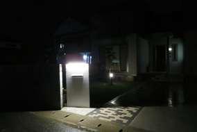 夜の門灯になります。