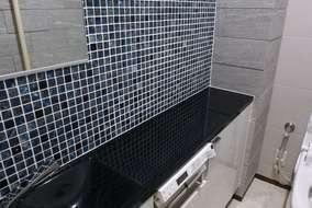 壁には調湿・消臭効果のあるエコカラットをデザイン貼りしました