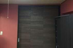 社長チョイスの壁紙。 これが和室の建具・家具の色によく映え大好評でした。