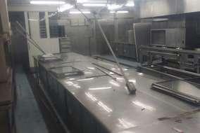 大きな厨房。 この厨房機器も撤去します。