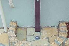 既存の立水栓を木彫タイプに変更、水栓パンもピンコロで造作。