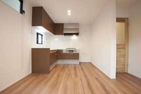 キッチンはL型のシステムキッチンになっています。使い勝手もすごく良いお掃除が楽なキッチンです。