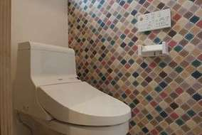 トイレの壁紙もお洒落にデザイン。