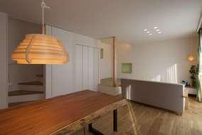 リビングのテーブルはお施主様と木材市場にてお施主様が選んだ世界に一つのオリジナルテーブルです。