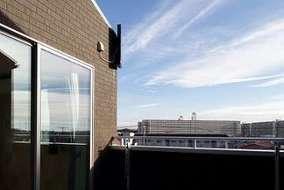 バルコニーは居室で囲むようにして光・風を各居室に入れています。ベランダからの景色は最高です。