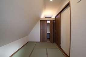 斜線を利用した居室になります。
