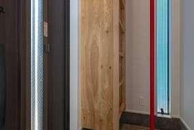 2階の廊下からのぼり降り出来るのぼり棒です。下駄箱も大きく梯子の代わりにもなります。