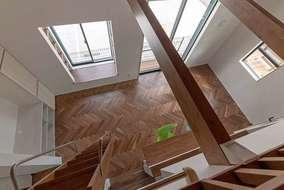 高い天井を利用したリビング内のロフト収納になります。梁を表しにしてネットを張り遊び空間にする予定です