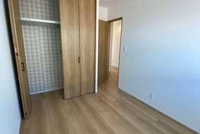 同じ大きさの子供部屋。クローゼット内にアクセントクロスがさりげなくおしゃれです。