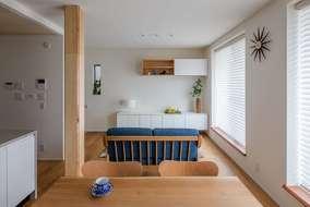 リビングは、16帖の広さがあります。家具の選定も設計段階で決めているため無駄がない広さが取れています