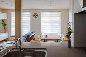 キッチンから見えるリビングになります。家族の楽しい食事風景が目に浮かぶリビングになっています。