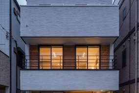 夜の外壁 外壁が光で照らされて良い家がよりよく見えています。