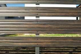 フェンスはアルミ製で腐敗することなく高耐久に優れた製品です