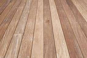 ウッドデッキにはイペ材の天然木を使用しました。 防腐・害虫に強い最上級のエクステリア材です